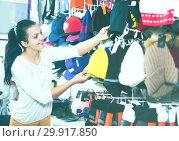 Купить «Woman choosing new knit cap», фото № 29917850, снято 22 ноября 2016 г. (c) Яков Филимонов / Фотобанк Лори