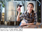 woman with glass of wine posing on the winery of spain. Стоковое фото, фотограф Татьяна Яцевич / Фотобанк Лори