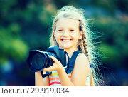 Купить «little girl with camera outdoors», фото № 29919034, снято 20 августа 2019 г. (c) Яков Филимонов / Фотобанк Лори
