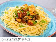 Купить «Tasty warm pasta with shrimp and mussels, served with greens», фото № 29919402, снято 22 марта 2019 г. (c) Яков Филимонов / Фотобанк Лори