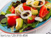Купить «Salad with arugula, tomato and avocado is tasty vegeterian dish», фото № 29919454, снято 23 марта 2019 г. (c) Яков Филимонов / Фотобанк Лори