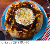 Купить «Cheese fondue from camembert in bread bowl», фото № 29919470, снято 16 июля 2020 г. (c) Яков Филимонов / Фотобанк Лори