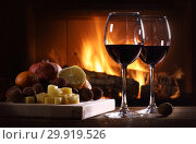 Still life of a glasses of wine and fruit with cheese. Стоковое фото, фотограф Алексей Кузнецов / Фотобанк Лори