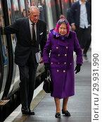 Купить «Queen Elizabeth II, accompanied by Prince Philip, arrives at King's Lynn train station to travel to Sandringham for Christmas Day Featuring: Queen Elizabeth...», фото № 29931990, снято 21 декабря 2017 г. (c) age Fotostock / Фотобанк Лори