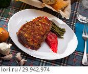 Купить «Steak beef with stewed green beans and pepper», фото № 29942974, снято 18 марта 2019 г. (c) Яков Филимонов / Фотобанк Лори
