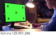 Купить «businesswoman with green screen on computer», видеоролик № 29951286, снято 21 февраля 2019 г. (c) Syda Productions / Фотобанк Лори
