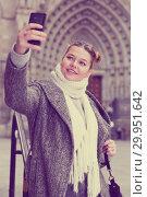 Купить «Young female making selfie», фото № 29951642, снято 11 ноября 2017 г. (c) Яков Филимонов / Фотобанк Лори