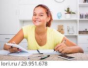 Купить «positive girl studying», фото № 29951678, снято 23 февраля 2019 г. (c) Яков Филимонов / Фотобанк Лори
