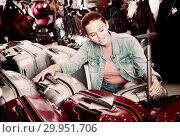 Купить «Smiling teenager girl choosing new large plastic luggage bag», фото № 29951706, снято 15 сентября 2016 г. (c) Яков Филимонов / Фотобанк Лори