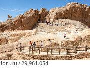 Купить «Пешеходные тропы для посетителей и туристов на территории оазиса Chebika (Шебика) в горах Djebel el Negueb, вилайет Таузар (Tozeur), Тунис, Африка», фото № 29961054, снято 3 мая 2012 г. (c) Кекяляйнен Андрей / Фотобанк Лори
