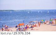 Russia, Samara, August, 2018: city beach summer sunny day on the background of sailing regattas. Редакционное фото, фотограф Акиньшин Владимир / Фотобанк Лори