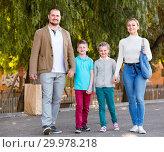 Купить «Parents with two teenagers going for shopping outdoors», фото № 29978218, снято 22 июля 2019 г. (c) Яков Филимонов / Фотобанк Лори