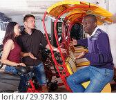 Купить «Indignant family couple can not agree with trishaw driver», фото № 29978310, снято 22 мая 2018 г. (c) Яков Филимонов / Фотобанк Лори