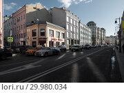 Купить «Москва, улица Сретенка, вид в сторону центра», эксклюзивное фото № 29980034, снято 17 февраля 2019 г. (c) Дмитрий Неумоин / Фотобанк Лори