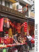 Hengchun, Taiwan - Feb 2019: Traditional shop selling Chinese New Year decorations. Редакционное фото, фотограф Chan Kar Wai / age Fotostock / Фотобанк Лори