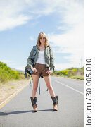 Купить «Mysterious sexy blonde posing while hitchhiking», фото № 30005010, снято 26 апреля 2013 г. (c) Wavebreak Media / Фотобанк Лори