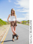 Купить «Mysterious attractive woman posing while hitchhiking », фото № 30005018, снято 26 апреля 2013 г. (c) Wavebreak Media / Фотобанк Лори