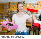 Купить «young customer selects containers for gifts», фото № 30006562, снято 19 апреля 2017 г. (c) Яков Филимонов / Фотобанк Лори