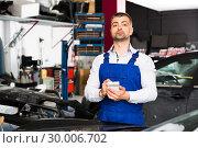Купить «Auto mechanic recording list of works», фото № 30006702, снято 4 апреля 2018 г. (c) Яков Филимонов / Фотобанк Лори