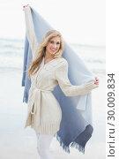 Купить «Delighted blonde woman shaking her blanket», фото № 30009834, снято 6 июня 2013 г. (c) Wavebreak Media / Фотобанк Лори
