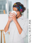 Купить «Artistic woman drinking a coffee», фото № 30011858, снято 28 мая 2013 г. (c) Wavebreak Media / Фотобанк Лори
