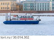 Купить «Катер МЧС на воздушной подушке на Неве. Санкт-Петербург», эксклюзивное фото № 30014302, снято 17 марта 2018 г. (c) Александр Щепин / Фотобанк Лори