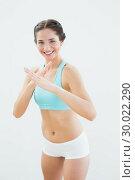 Купить «Portrait of a smiling fit young woman in defending posture», фото № 30022290, снято 10 июля 2013 г. (c) Wavebreak Media / Фотобанк Лори