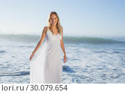 Pretty blonde at the beach in white sundress . Стоковое фото, агентство Wavebreak Media / Фотобанк Лори
