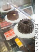 Купить «Display case with chocolate cakes », фото № 30099842, снято 7 сентября 2014 г. (c) Wavebreak Media / Фотобанк Лори
