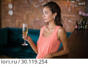 Beautiful woman holding a champagne flute. Стоковое фото, агентство Wavebreak Media / Фотобанк Лори