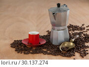 Купить «Coffee beans, coffee, coffeemaker and scoop», фото № 30137274, снято 6 октября 2016 г. (c) Wavebreak Media / Фотобанк Лори