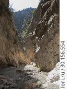 Купить «Узкое горное ущелье. Сакликент, Турция», фото № 30156554, снято 27 сентября 2009 г. (c) Вадим Хомяков / Фотобанк Лори