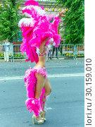 "Купить «Russia Samara August 2018: Beautiful dancer in a bright costume of feathers on the procession ""Flower Festival""», фото № 30159010, снято 25 августа 2018 г. (c) Акиньшин Владимир / Фотобанк Лори"