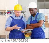 Купить «Builders planning construction works», фото № 30160866, снято 4 мая 2018 г. (c) Яков Филимонов / Фотобанк Лори