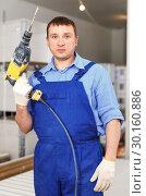 Купить «Builder with drill», фото № 30160886, снято 4 мая 2018 г. (c) Яков Филимонов / Фотобанк Лори