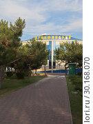 Купить «Евпаторийский дельфинарий летним вечером, Крым», фото № 30168070, снято 5 июля 2018 г. (c) Николай Мухорин / Фотобанк Лори