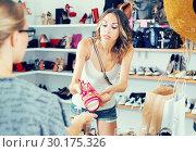 Купить «Women unpleasantly surprised by prices for shoes», фото № 30175326, снято 17 августа 2017 г. (c) Яков Филимонов / Фотобанк Лори