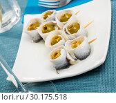 Купить «Appetizing herring rolls with olives on skewers», фото № 30175518, снято 27 марта 2019 г. (c) Яков Филимонов / Фотобанк Лори