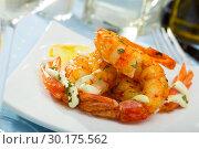 Купить «Split fried prawns with lemon and parsley on a white plate», фото № 30175562, снято 20 ноября 2019 г. (c) Яков Филимонов / Фотобанк Лори