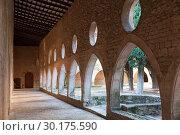 Купить «Cloister gallery of Monastery of Santa Maria de Santes Creus», фото № 30175590, снято 27 января 2019 г. (c) Яков Филимонов / Фотобанк Лори