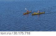 Купить «Two young women on kayak. Оулу, Финляндия», фото № 30175718, снято 17 июля 2018 г. (c) Валерия Попова / Фотобанк Лори