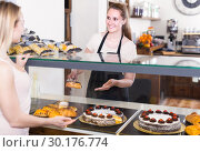 Купить «Bakery female worker with delicious pies and rolls on counter», фото № 30176774, снято 22 апреля 2017 г. (c) Яков Филимонов / Фотобанк Лори