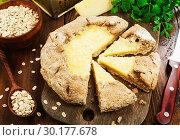 Купить «Галета из овсяных хлопьев с сыром. Домашняя кухня», фото № 30177678, снято 9 ноября 2018 г. (c) Надежда Мишкова / Фотобанк Лори