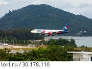 Купить «Boeing Azur landing approach», фото № 30178110, снято 30 ноября 2016 г. (c) Игорь Жоров / Фотобанк Лори