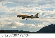 Купить «Airbus landing and approach on Phuket», фото № 30178134, снято 29 ноября 2016 г. (c) Игорь Жоров / Фотобанк Лори