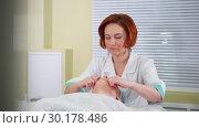 Купить «A face massage treatment in cosmetology clinic. A woman beautician gently massaging the face», видеоролик № 30178486, снято 22 марта 2019 г. (c) Константин Шишкин / Фотобанк Лори