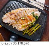 Купить «Appetizing roasted sea bass», фото № 30178570, снято 20 марта 2019 г. (c) Яков Филимонов / Фотобанк Лори