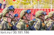 Купить «Russia Samara May 2018: Soldiers with automatic weapons.», фото № 30181186, снято 5 мая 2018 г. (c) Акиньшин Владимир / Фотобанк Лори