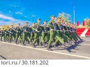 Купить «Russia Samara May 2018: Soldiers with automatic weapons.», фото № 30181202, снято 5 мая 2018 г. (c) Акиньшин Владимир / Фотобанк Лори