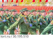 Купить «Russia Samara May 2018: beautiful women soldiers are marching in formation.», фото № 30195510, снято 5 мая 2018 г. (c) Акиньшин Владимир / Фотобанк Лори